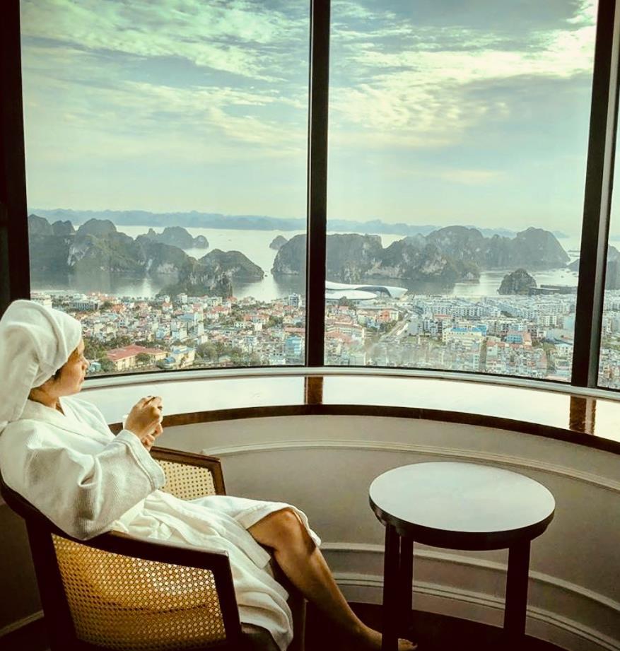 Mùa lễ hội 2019, check-in ngay ô cửa sổ khổng lồ view ngắm toàn cảnh vịnh Hạ Long - Ảnh 1.