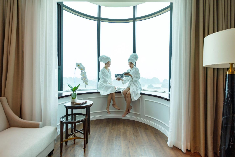 Mùa lễ hội 2019, check-in ngay ô cửa sổ khổng lồ view ngắm toàn cảnh vịnh Hạ Long - Ảnh 2.