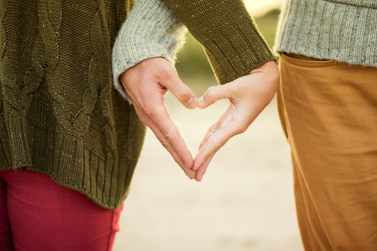Chỉ 56% giới trẻ cảm thấy mình có quyền tự do yêu thương - Ảnh 1.