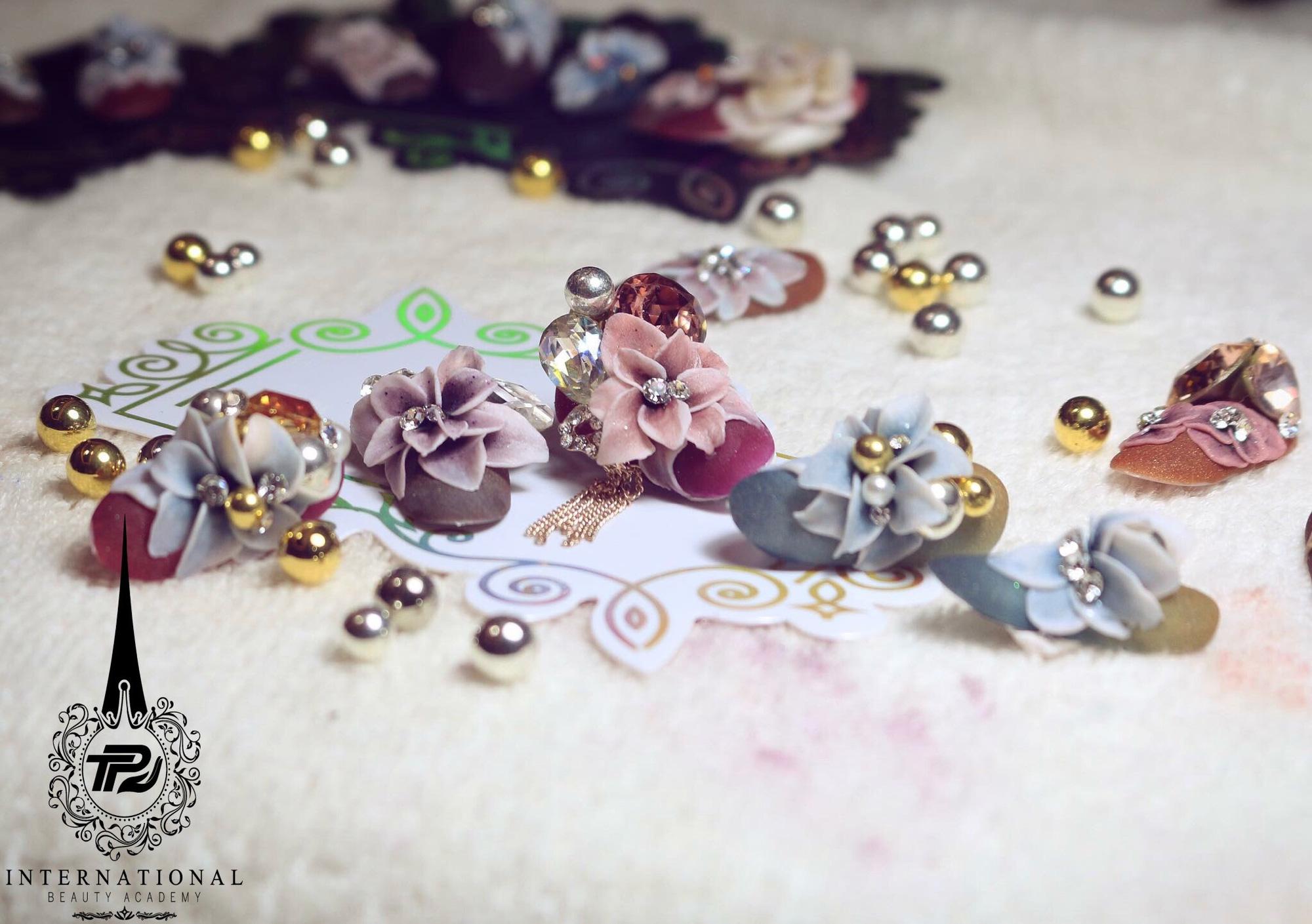 Bộ sưu tập nails sang trọng, đẳng cấp từ chuyên gia Trang Phạm - Ảnh 3.