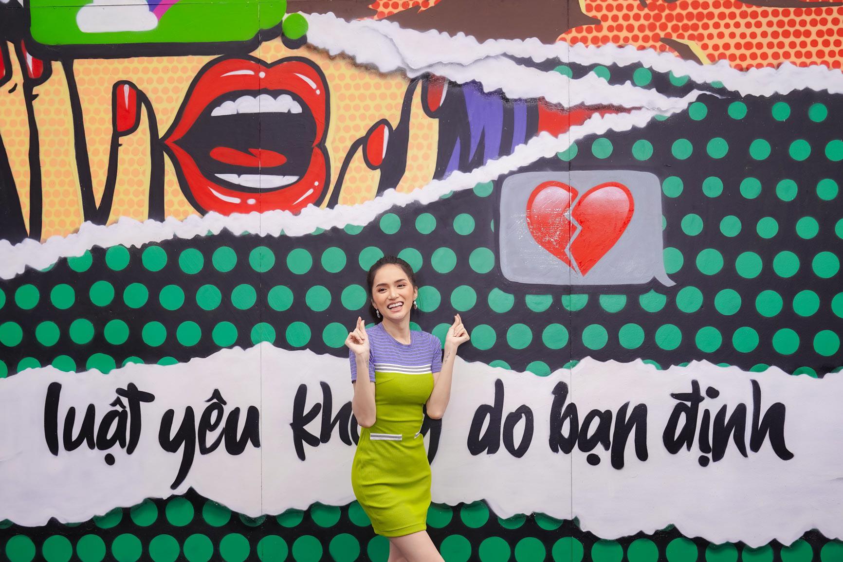 """Vừa xuất viện đã diễn cực """"sung"""", Hương Giang nhiệt tình cổ vũ quyền tự do yêu của giới trẻ cùng dàn sao Vpop - Ảnh 1."""