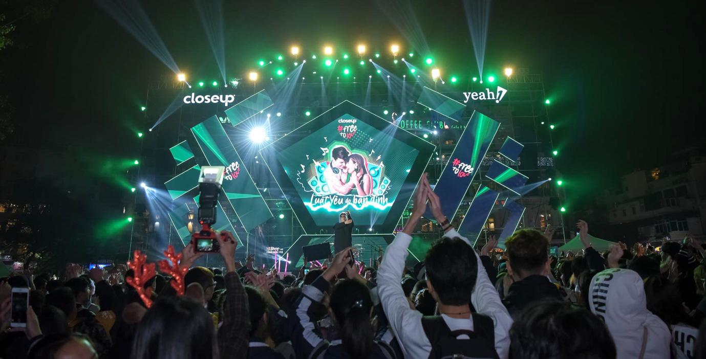 """Vừa xuất viện đã diễn cực """"sung"""", Hương Giang nhiệt tình cổ vũ quyền tự do yêu của giới trẻ cùng dàn sao Vpop - Ảnh 2."""