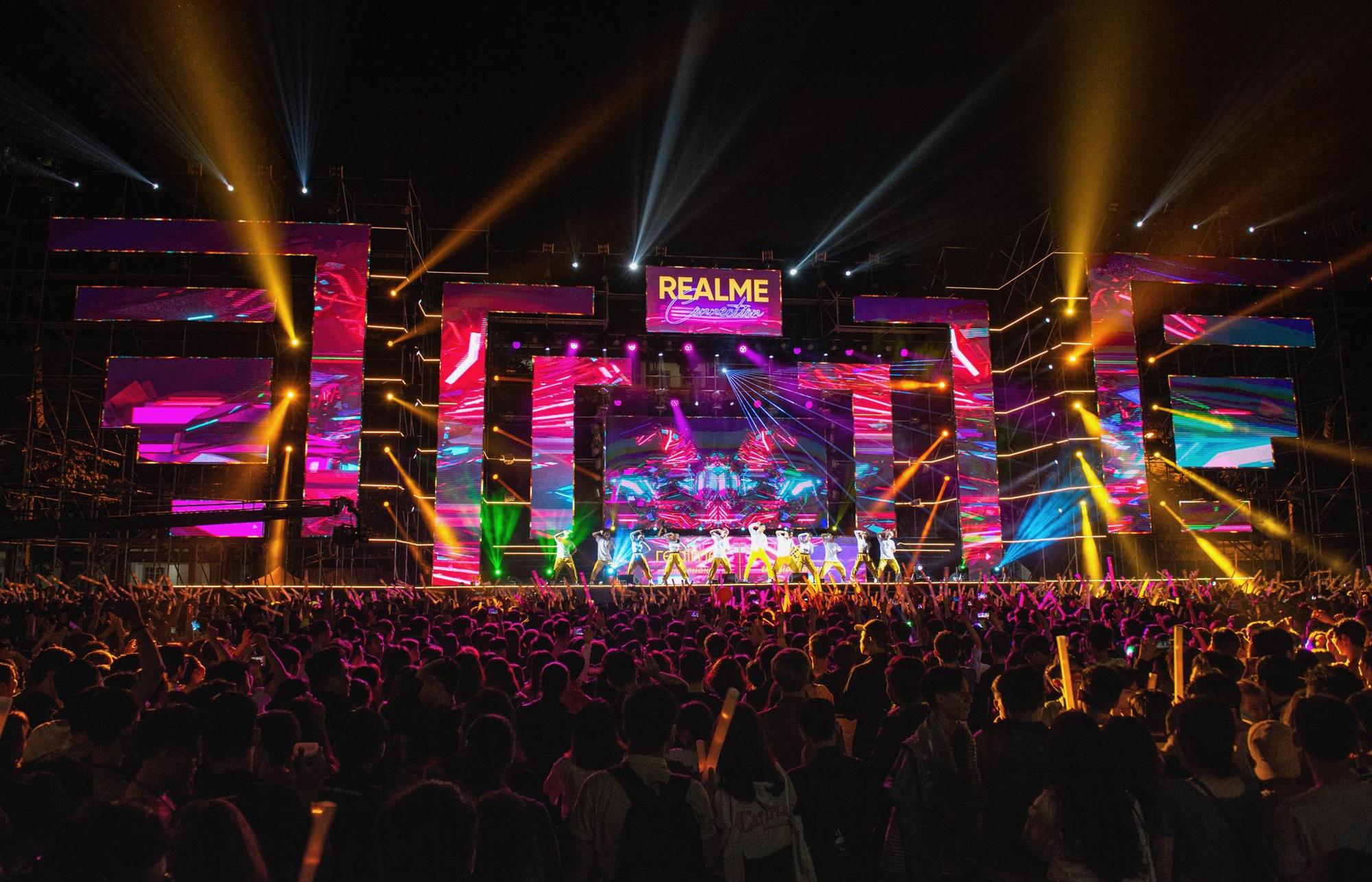 Dấu ấn Realme để lại trong năm 2019: ra mắt sản phẩm mới, xây dựng cộng đồng Realfan và tổ chức 2 đại nhạc hội hoành tráng - Ảnh 4.