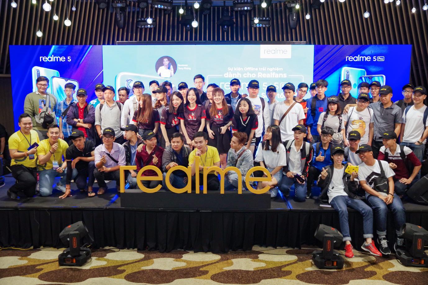 Dấu ấn Realme để lại trong năm 2019: ra mắt sản phẩm mới, xây dựng cộng đồng Realfan và tổ chức 2 đại nhạc hội hoành tráng - Ảnh 8.