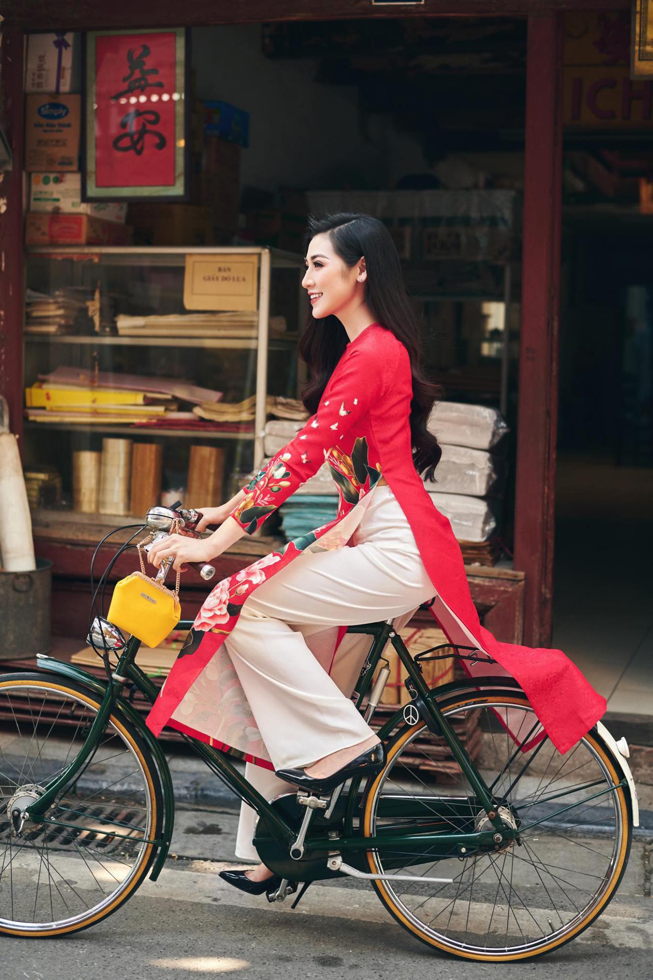 Á hậu Tú Anh say mê các lễ hội Hà Nội - Ảnh 2.