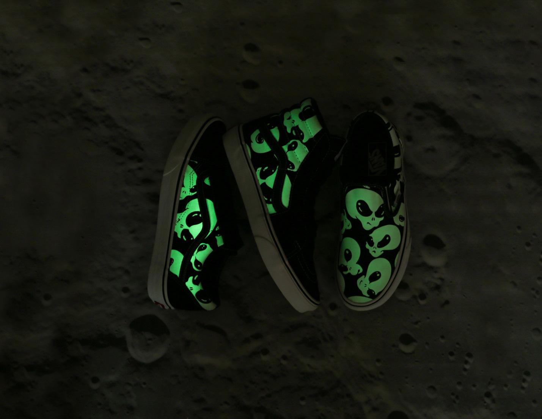 Vans đón tháng 12 bằng bộ sản phẩm siêu ma mị Vans Alien Ghosts - Ảnh 1.