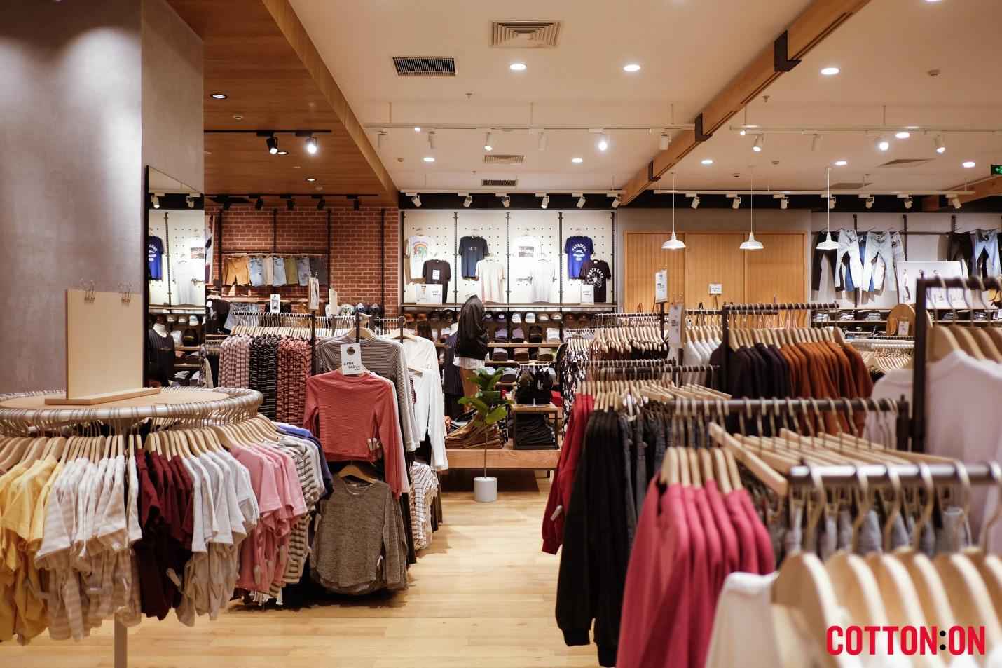 """""""Đột nhập"""" cửa hàng Cotton On và Typo siêu hoành tráng tại Hà Nội - Ảnh 1."""