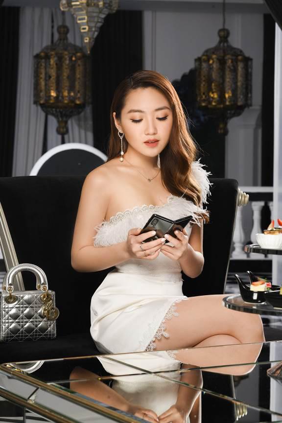 """""""Cháy hàng"""" ở Việt Nam, Galaxy Fold đã được ưu ái về với hàng loạt sao Việt - Ảnh 5."""