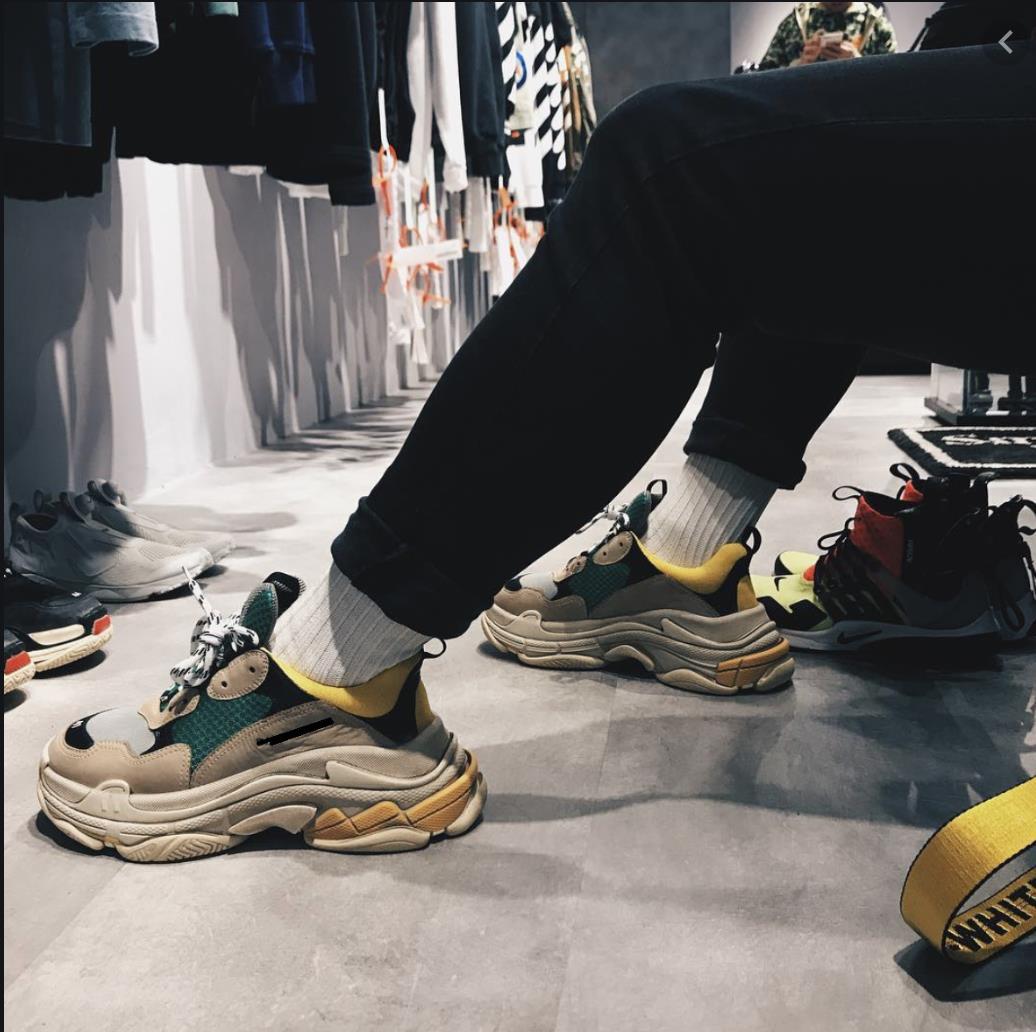 Top 12 mẫu giày sneaker đang được giới trẻ tích cực săn lùng - Ảnh 13.