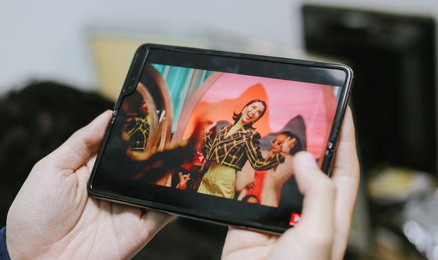 Giá 50 triệu, Galaxy Fold vẫn cháy hàng ở Việt Nam, vậy ai là người mua? - Ảnh 2.