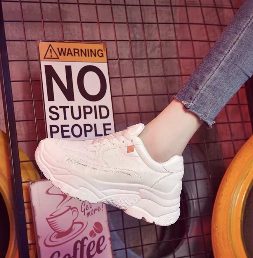 Top 12 mẫu giày sneaker đang được giới trẻ tích cực săn lùng - Ảnh 4.