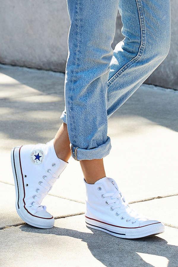 Top 12 mẫu giày sneaker đang được giới trẻ tích cực săn lùng - Ảnh 7.