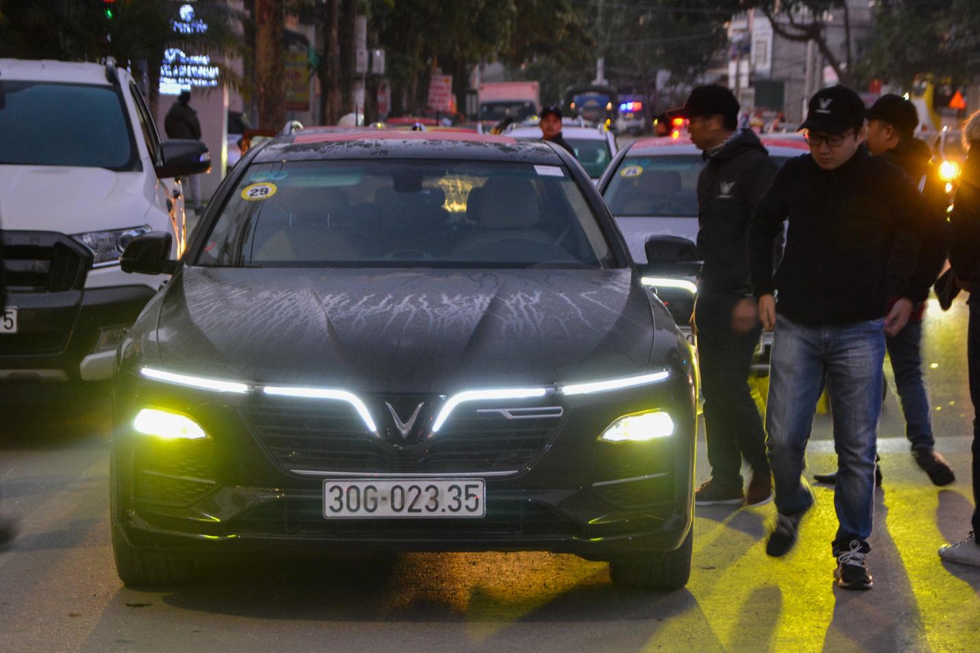 Hàng trăm chủ xe VinFast hào hứng tiếp tục hành trình chinh phục Hà Giang: Không mỏi mệt sau ngày đầu leo đèo - Ảnh 1.