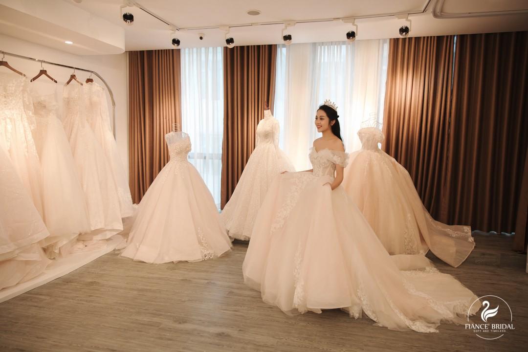 The Swan - Thắp sáng Giấc mộng thiên nga trong thiên đường váy cưới - Ảnh 2.