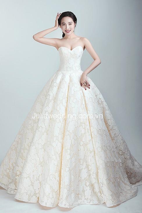 JULIA ra mắt BST váy cưới 2019 giúp cô dâu tỏa sáng trong ngày trọng đại - Ảnh 2.