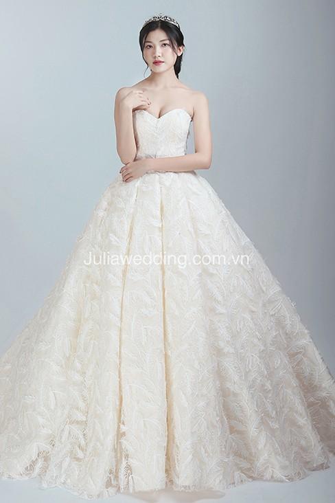 JULIA ra mắt BST váy cưới 2019 giúp cô dâu tỏa sáng trong ngày trọng đại - Ảnh 6.