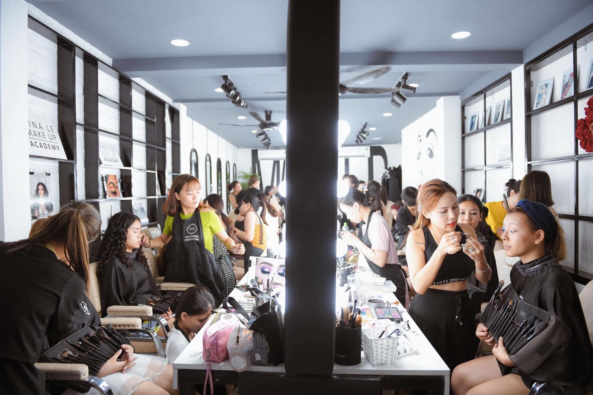 Điều kiện chưa cho phép, chọn ngay gói học make-up trả góp tại Tina Lê Make Up Academy - Ảnh 3.