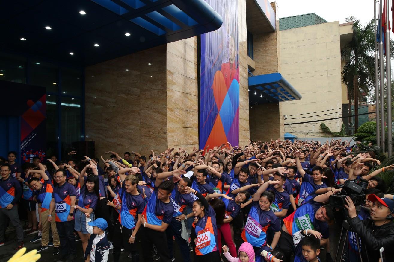 """Hơn 800 MBers tham gia giải chạy """"MB Running Up 2019"""" cùng Quế Ngọc Hải và Văn Toàn - Ảnh 2."""