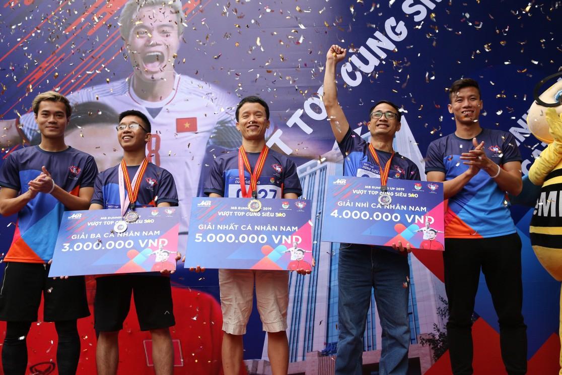 """Hơn 800 MBers tham gia giải chạy """"MB Running Up 2019"""" cùng Quế Ngọc Hải và Văn Toàn - Ảnh 3."""