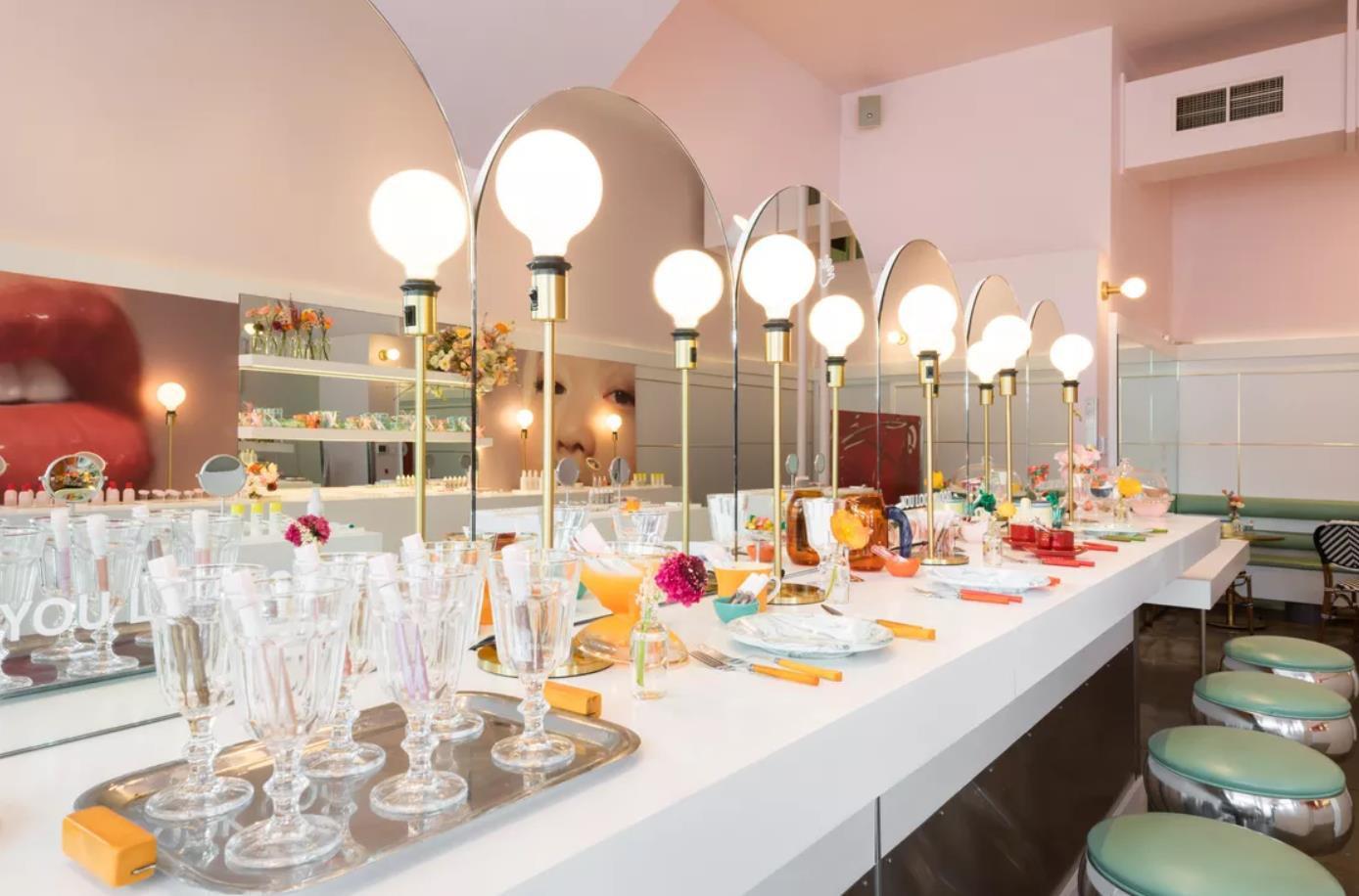 Pop-up store: Nơi chị em có thể thảnh thơi nhâm nhi café và tận hưởng phong cách làm đẹp chuyên nghiệp - Ảnh 1.