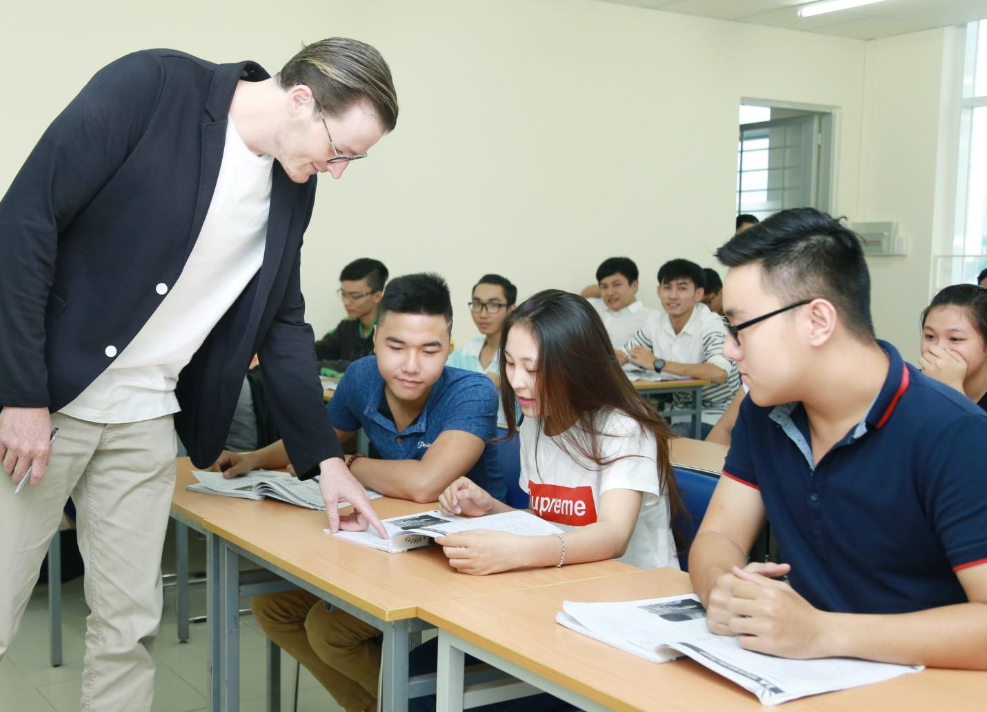 Cơ hội học ngành Quan hệ quốc tế với suất học bổng giá trị từ UEF - Ảnh 3.