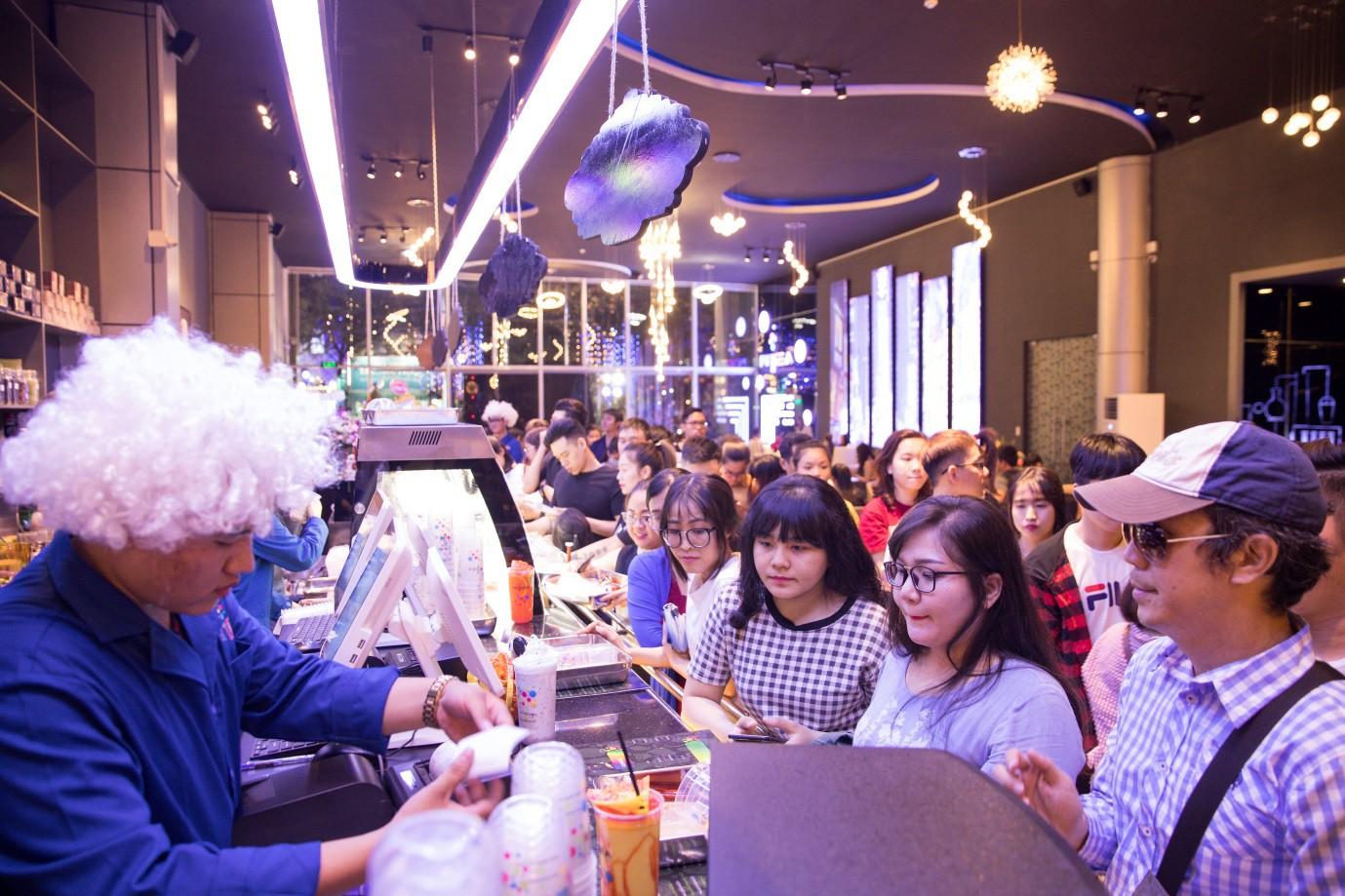 Trà sữa Ntea Drink gây sốt khi thu hút hàng nghìn khách hàng dịp khai trương - Ảnh 5.