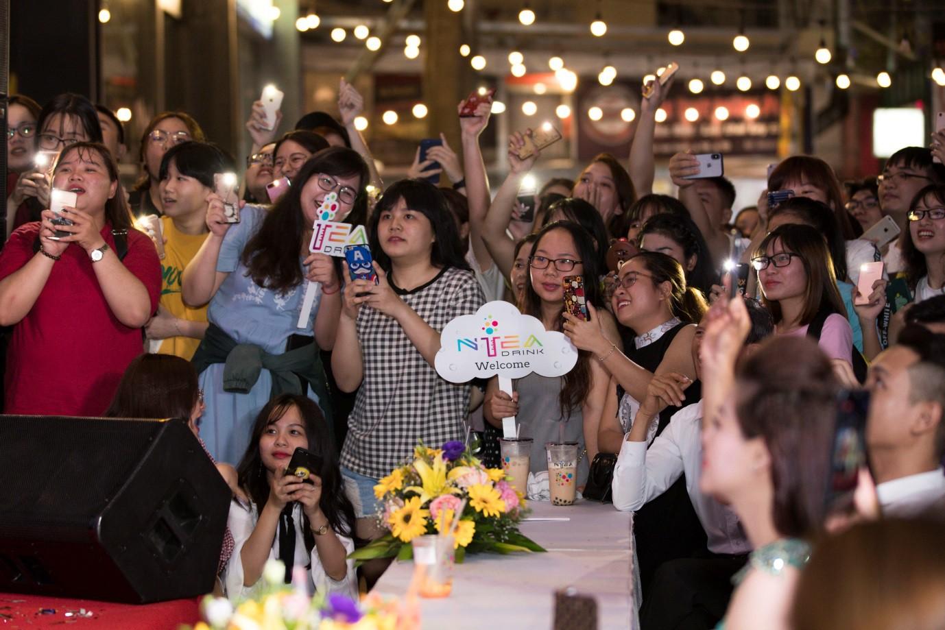 Trà sữa Ntea Drink gây sốt khi thu hút hàng nghìn khách hàng dịp khai trương - Ảnh 6.