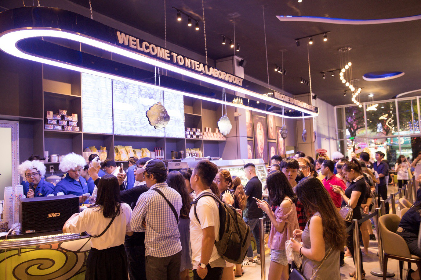 Trà sữa Ntea Drink gây sốt khi thu hút hàng nghìn khách hàng dịp khai trương - Ảnh 7.