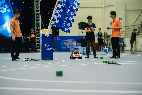 Lộ diện các trường ĐH xuất sắc vào chung kết lập trình xe tự hành - Ảnh 1.