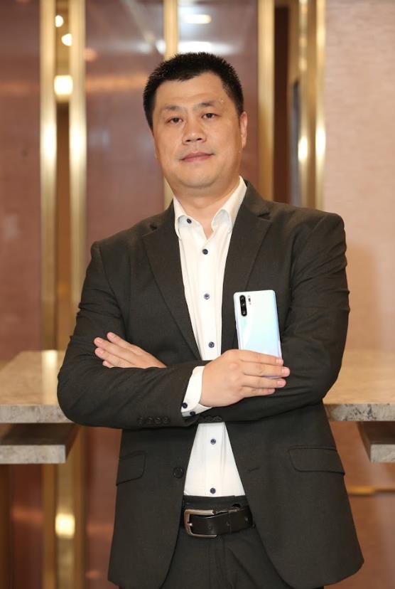 """TGĐ Nhóm Kinh Doanh & Tiêu dùng Huawei VN: """"Để có được chữ Leica trên P30/P30 Pro như này không phải là điều đơn giản"""" - Ảnh 2."""