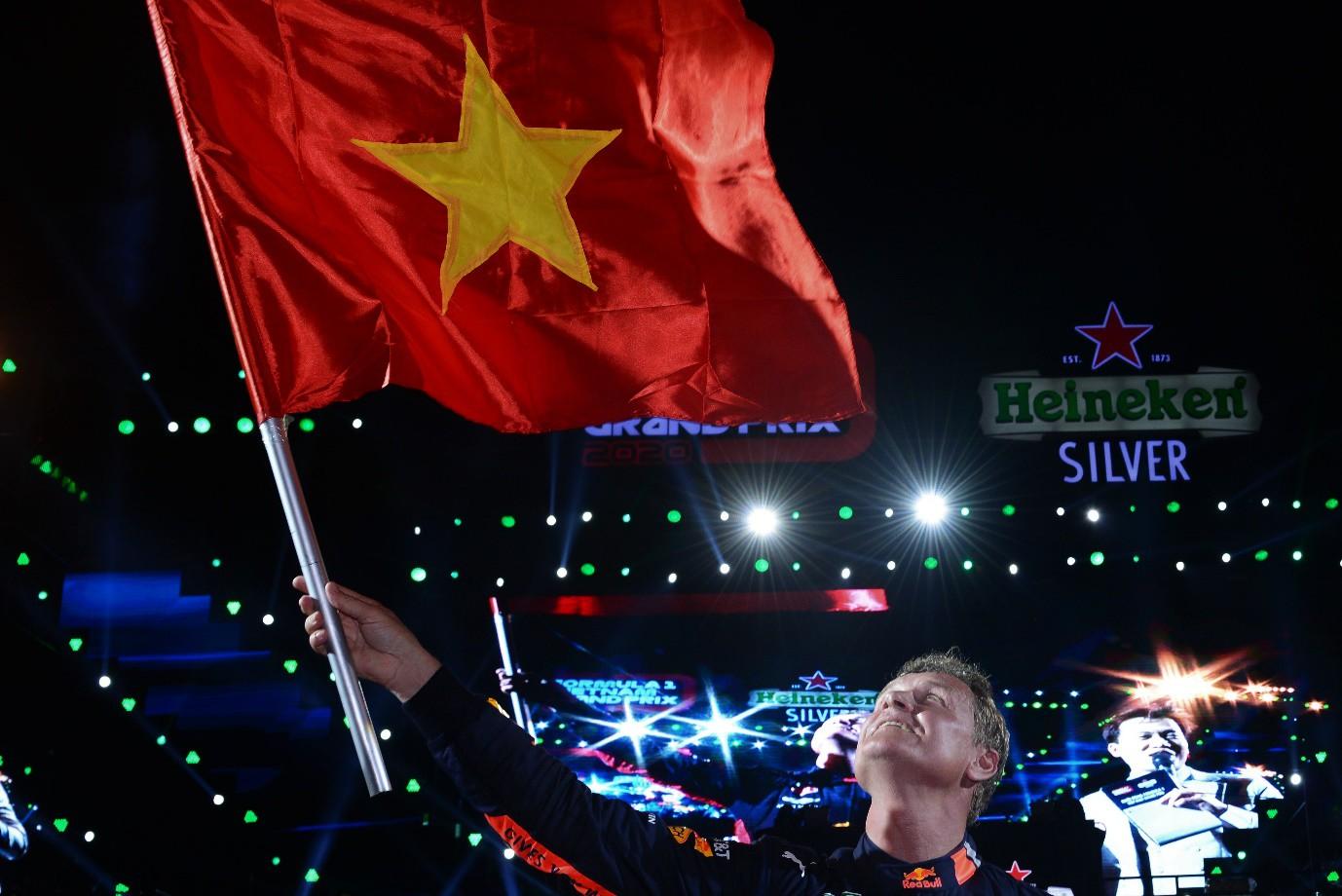 Fan Việt dậy sóng với trải nghiệm giải đua F1 cùng DJ quốc tế Armin Van Buuren - Ảnh 3.