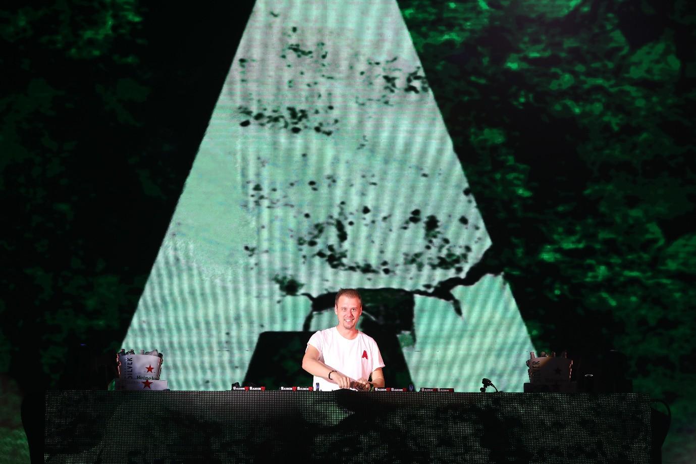 Fan Việt dậy sóng với trải nghiệm giải đua F1 cùng DJ quốc tế Armin Van Buuren - Ảnh 5.