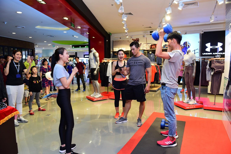 Khai trương cửa hàng thời trang thể thao Under Armour tại SC VivoCity - Ảnh 1.