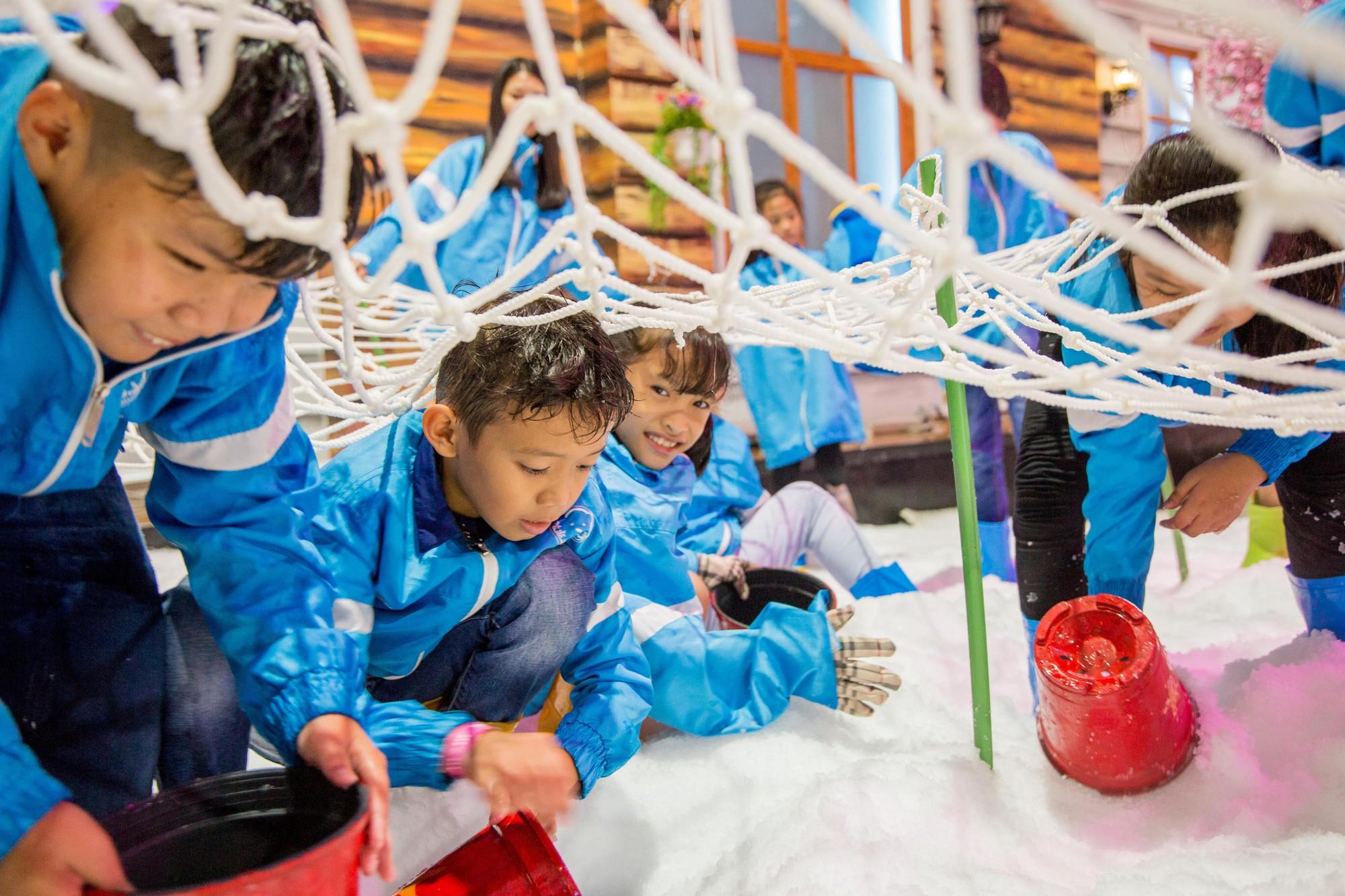 Hạ nhiệt lễ 30/4 tại căn cứ mùa đông Thị trấn Tuyết - Ảnh 6.