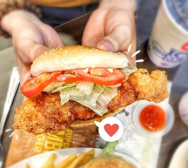 """Lotteria khoấy đảo mùa hè với """"gã khổng lồ"""" Super Jumbo Burger - Ảnh 1."""