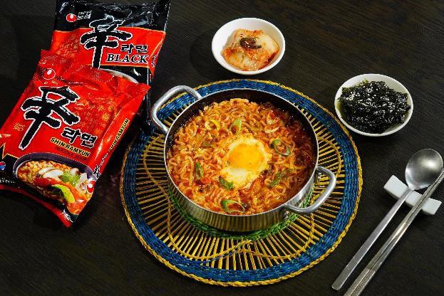 Cần gì ra quán, chỉ cần chưa đầy 10 phút là có thể thưởng thức món mì cay ngon đúng vị Hàn Quốc - Ảnh 6.