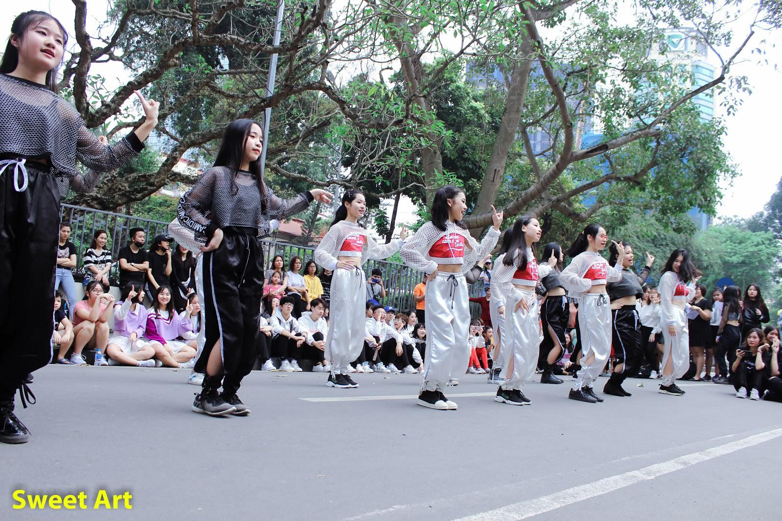 Lần đầu tổ chức offline Cover Kpop tại phố đi bộ, Sweet Art gây ấn tượng mạnh với các học viên - Ảnh 3.