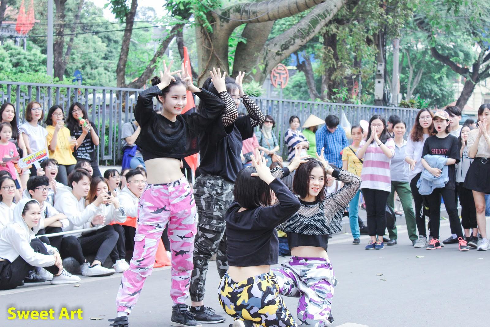 Lần đầu tổ chức offline Cover Kpop tại phố đi bộ, Sweet Art gây ấn tượng mạnh với các học viên - Ảnh 4.