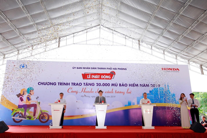 Phát động chương trình trao tặng 20.000 mũ bảo hiểm năm 2019 Cùng Honda chắp cánh tương lai - Ảnh 1.