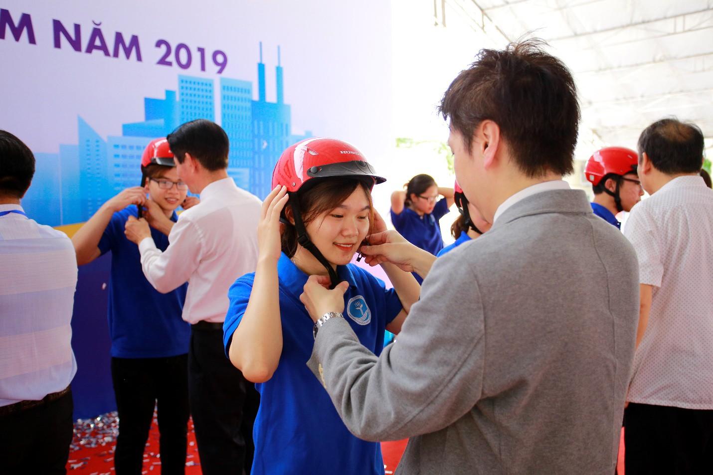 Phát động chương trình trao tặng 20.000 mũ bảo hiểm năm 2019 Cùng Honda chắp cánh tương lai - Ảnh 3.