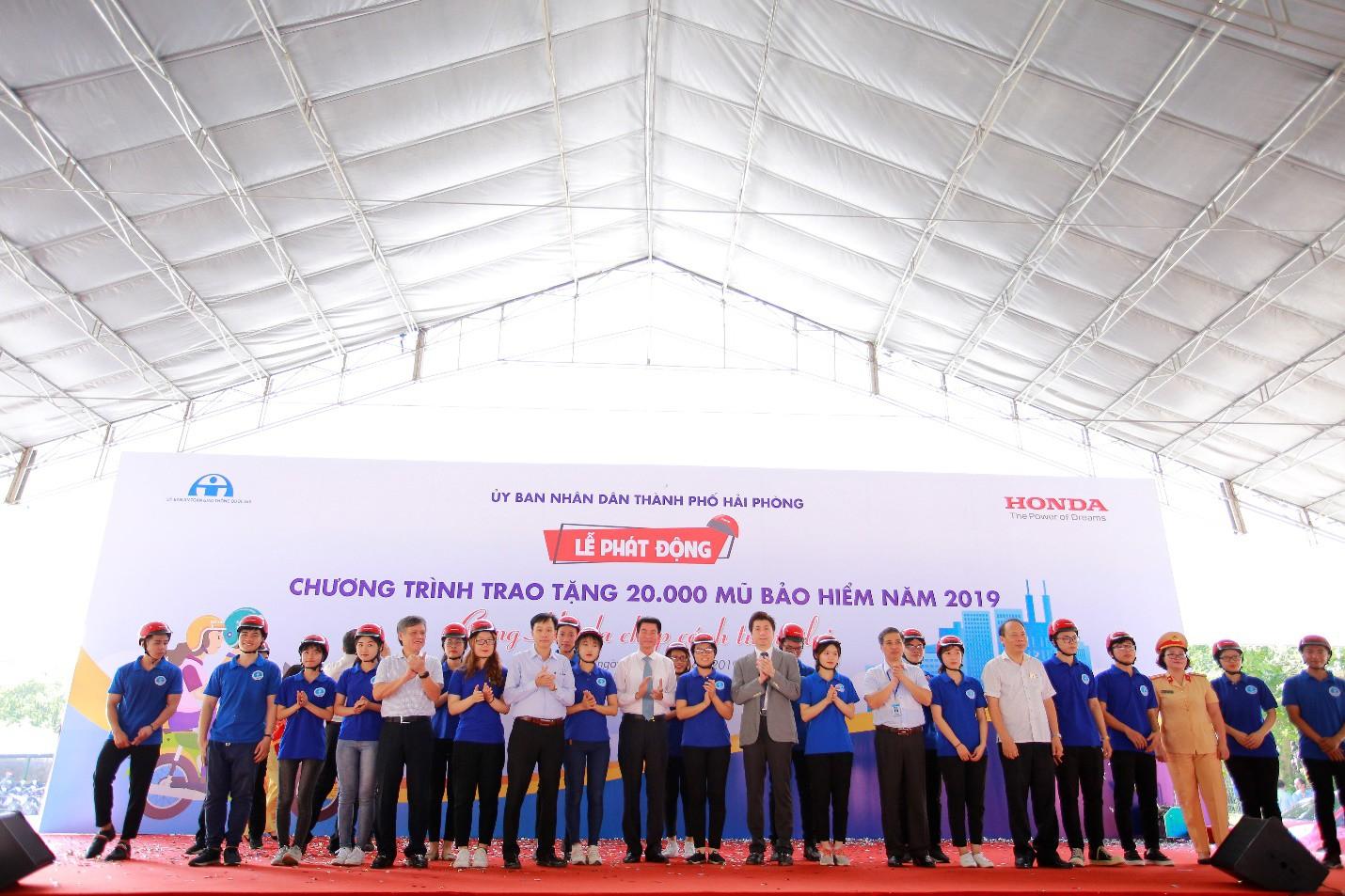 Phát động chương trình trao tặng 20.000 mũ bảo hiểm năm 2019 Cùng Honda chắp cánh tương lai - Ảnh 4.