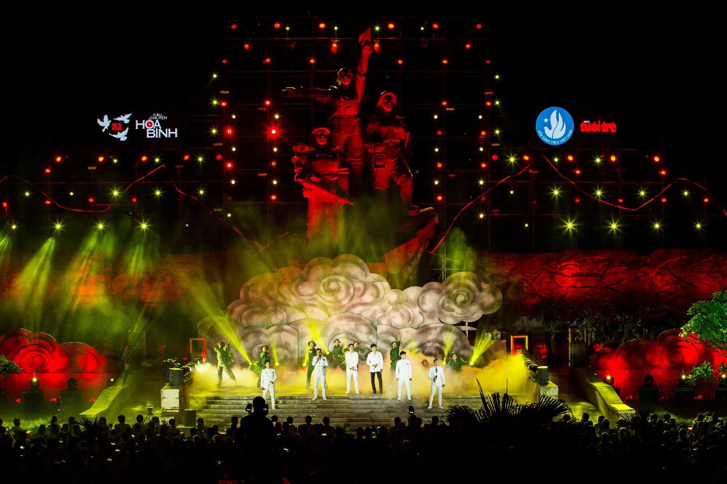 Hàng loạt ngôi sao âm nhạc hội tụ trong đêm nghệ thuật Câu chuyện hòa bình tại Quảng Bình - Ảnh 1.