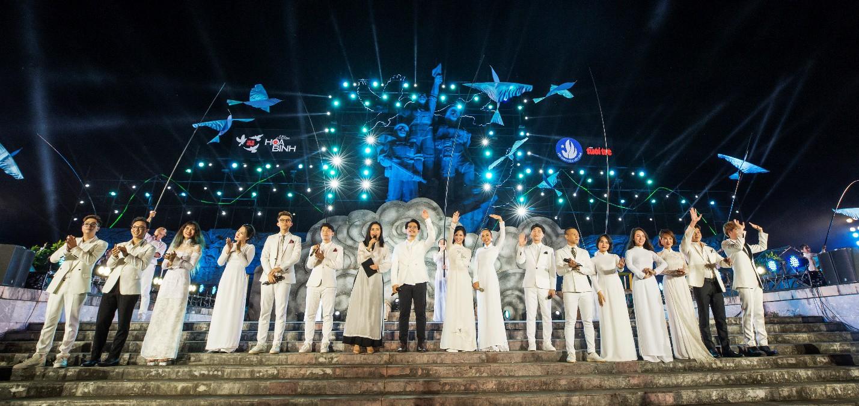 Hàng loạt ngôi sao âm nhạc hội tụ trong đêm nghệ thuật Câu chuyện hòa bình tại Quảng Bình - Ảnh 11.