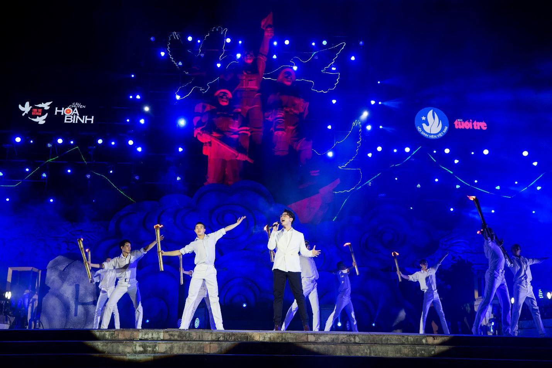 Hàng loạt ngôi sao âm nhạc hội tụ trong đêm nghệ thuật Câu chuyện hòa bình tại Quảng Bình - Ảnh 3.