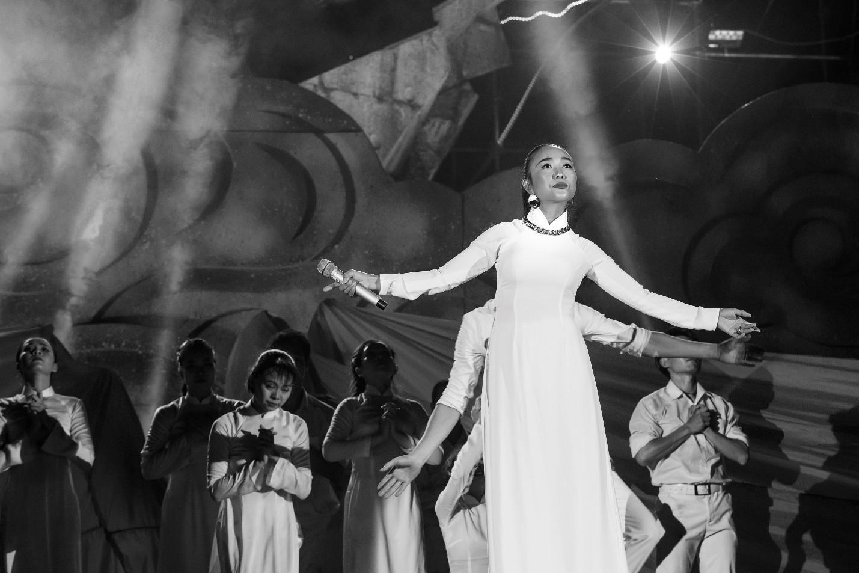 Hàng loạt ngôi sao âm nhạc hội tụ trong đêm nghệ thuật Câu chuyện hòa bình tại Quảng Bình - Ảnh 5.