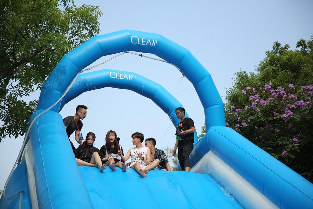 Giới trẻ Hà Nội quẩy tung mát lạnh trong đại tiệc nước và âm nhạc Clear cực đỉnh - Ảnh 1.