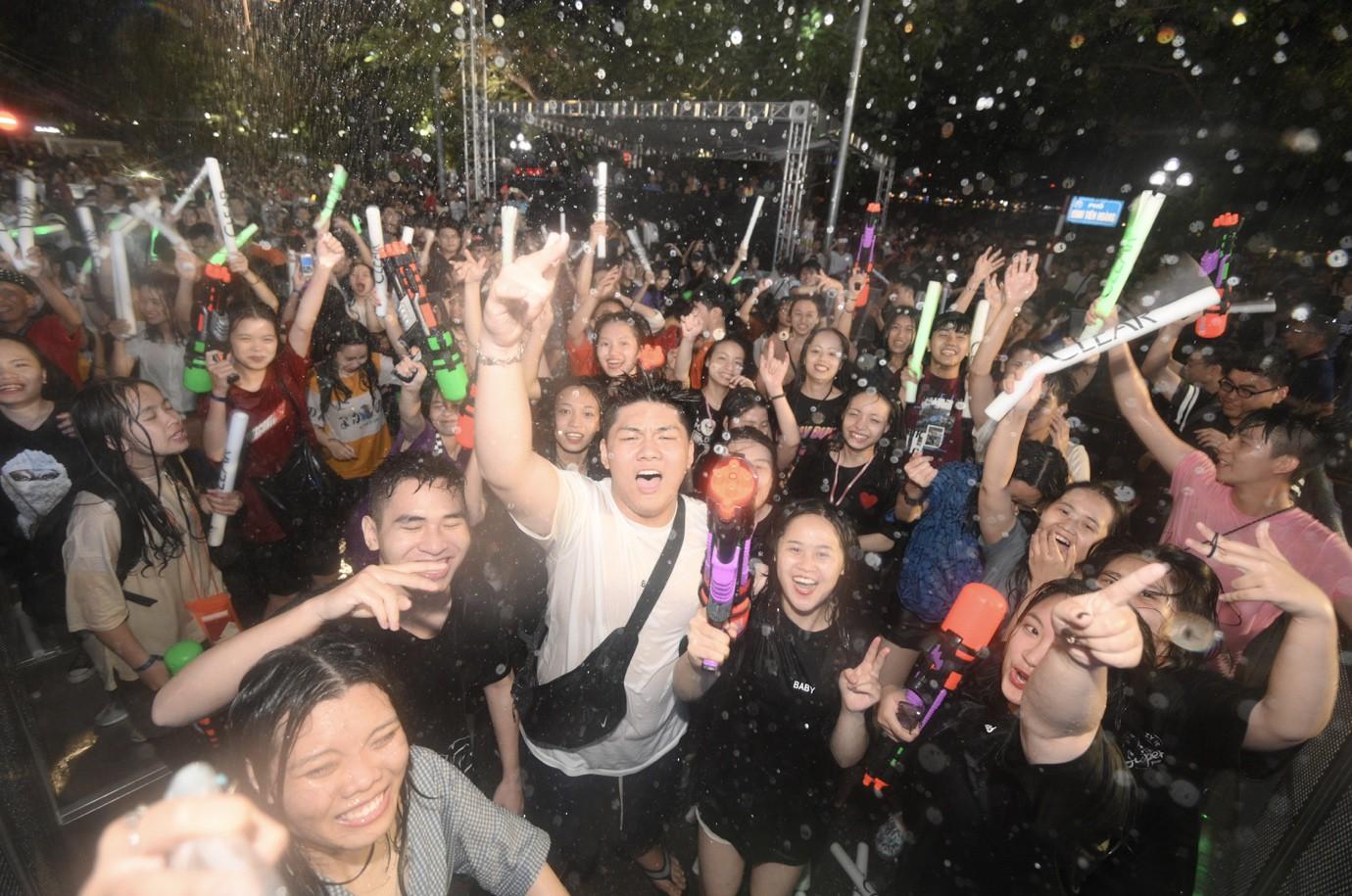 Giới trẻ Hà Nội quẩy tung mát lạnh trong đại tiệc nước và âm nhạc Clear cực đỉnh - Ảnh 7.