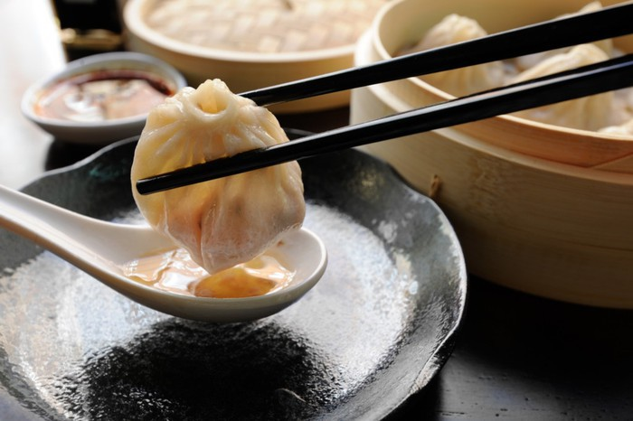 """""""Hễ ăn là ghiền"""", 5 món gốc Hoa làm tan chảy vị giác mọi tín đồ ẩm thực ở Sài Gòn - Ảnh 1."""