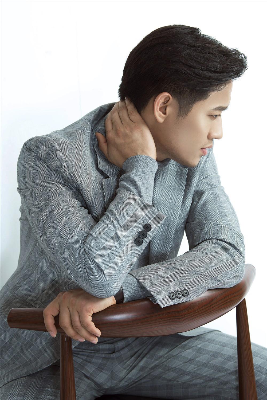 Trước ngày đại hôn, Quý Bình chạy show làm MC chương trình thẩm mỹ miễn phí - Ảnh 4.