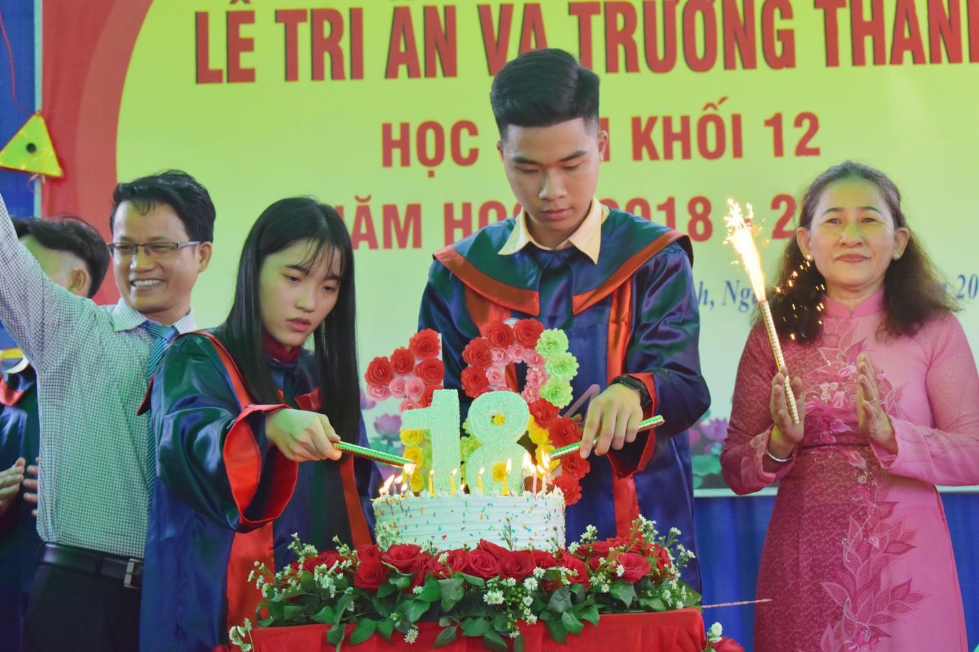 Nước mắt xen lẫn niềm vui trong lễ tri ân và trưởng thành của teen Mỹ Việt - Ảnh 9.
